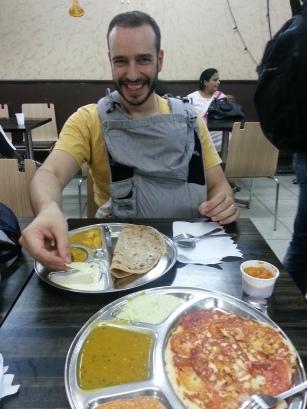 Abendessen im vegetarischen Restaurant, während Eva im Bondolino schläft