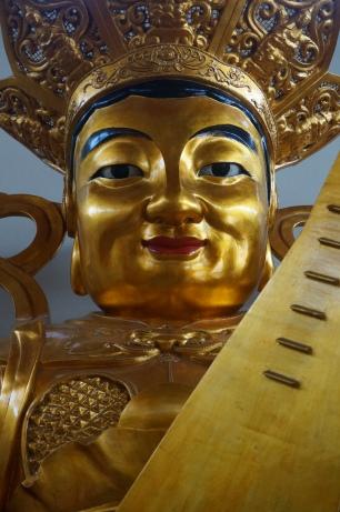 Besuch eines buddhistischen Tempels