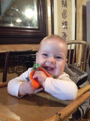 Eva hat Spaß beim Mittagessen mit Jacky