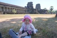 eine kleine Pause im Schatten auf der Wiese vor Angkor Wat